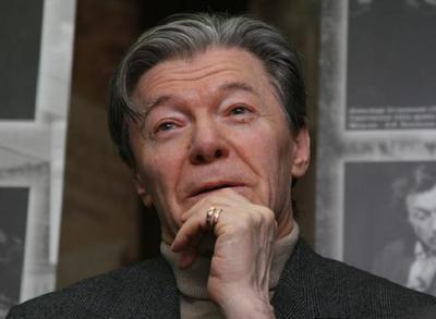 """Режиссёр клипов """"Сплина"""" и """"Би-2"""" уговорил Александра Збруева вернуться в кино"""