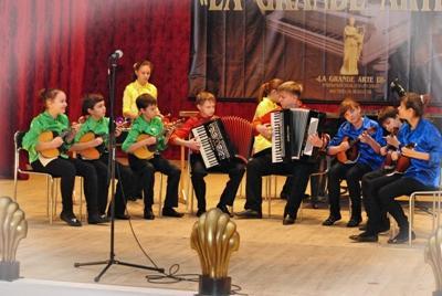 Музыканты из Донбасса перепели китайцев и греков