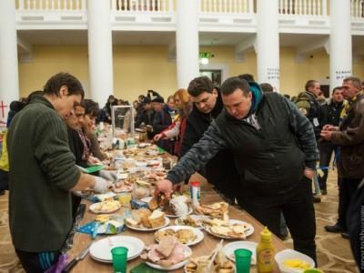 Экономическая правда Евромайдана: сколько он стоит и как на нём наживаются