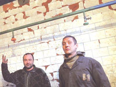 Слесарь Андрей Варпатов и электросварщик Алексей Кириченко в ледяной бане считают себя экстремалами поневоле.