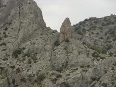 Турист сорвался с 20-метровой скалы в Крыму
