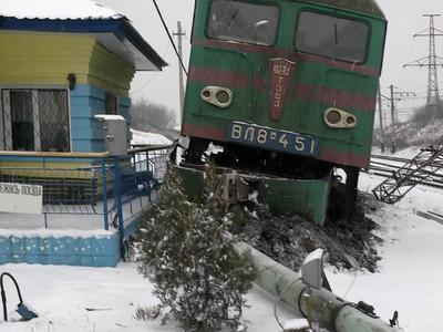 Сбой поездов между Донецком и Харьковом: сошёл с рельсов электровоз