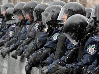 """В Донбассе собирают носки и варенье для сотрудников """"Беркута"""""""