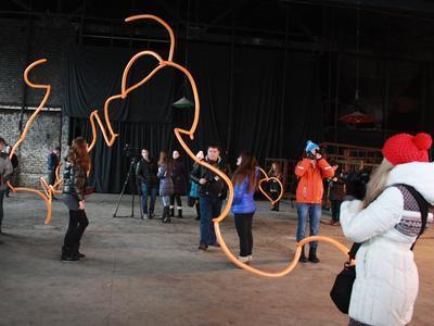 В Донецке создали скульпутуру, которая летает и светится (ФОТО)