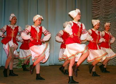 "За три дня на сцене ЦДЮТ показали талант более 600 участников фестиваля ""Родник""."
