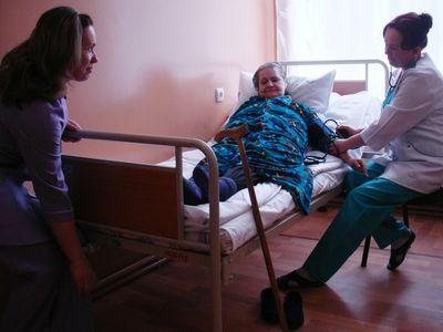 Сексуальные медсестры меряют давление