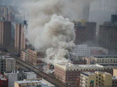 Страшный взрыв в США: пострадали люди, разрушены дома, обездвижено метро (ВИДЕО)