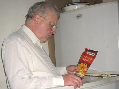 """Наш читатель дончанин Андрей Юрин припас для шашлыка кетчуп-отличник """"Исследования """"Донбасса""""."""
