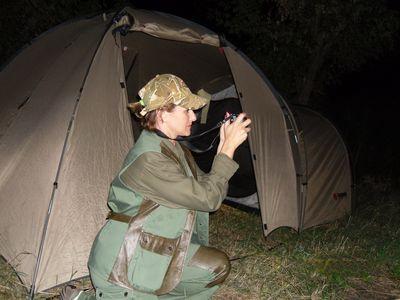 """Марина: """"Мы часто ездим на охоту и берём с собой двухслойную палатку с большим удобным тамбуром. В ней очень комфортно и не страшны ни жара, ни дождь!"""""""