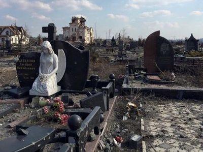 Гиблое место: монастырь и кладбище вблизи убитого донецкого аэропорта превратились в руины (В�ДЕО)