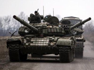 Притихшие боевики перегруппируются, а Луганск превратился в военный лагерь