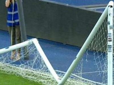 Кусок сломанных после финала Кубка ворот выставили на продажу