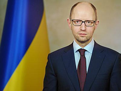 Яценюк пообещал внести в Раду законопроект о государственном флаге