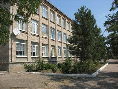 Донбасские реалии: школьный звонок остался под завалом