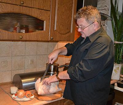 Юрий ЗЛАТИН готовит фаршированную курицу: «Это очень вкусное и красивое блюдо. На мой взгляд, не хуже гуся!»