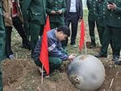 На севере Вьетнама с неба упало три металлических шара (ФОТО)