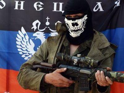 В Донецке людей автоматами отгоняют от больницы