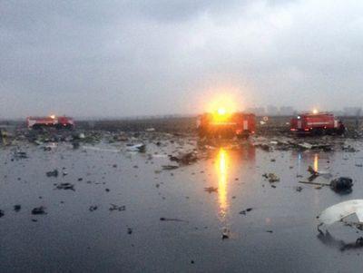 Страшные кадры: падение Boeing 737, место трагедии, родственники погибших (ВИДЕО)