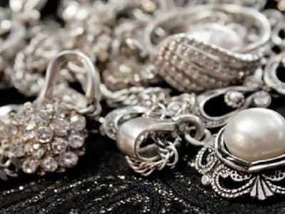 В Россию партию контрабандного серебра массой 11 килограмм, хотел вывезти житель Донецка (ВИДЕО)