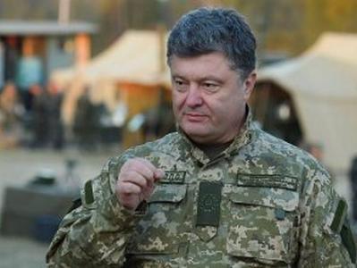 Порошенко поручил поднять зарплату сержантскому составу ВСУ