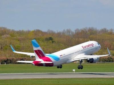 """В Германии пилот  самолета """"забыл"""" пассажиров на взлетной полосе"""