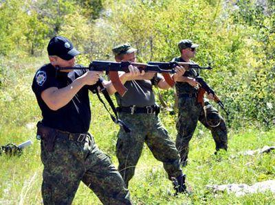 Краматорские полицейские массово открыли автоматный огонь