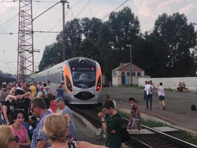 """""""Хочу, чтобы не было такого поезда """"Киев-Война"""" - волонтер"""