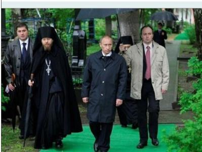 """""""Он знал, как носить зонтик"""", - в сети выложили пикантное фото нового главы администрации Путина"""