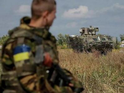 Как в столичном супермаркете киевляне случайно встретили бойца АТО, приехавшего в отпуск