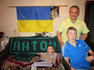 Своим примером Антон поддерживает своих друзей и дарит им умение любить жизнь.