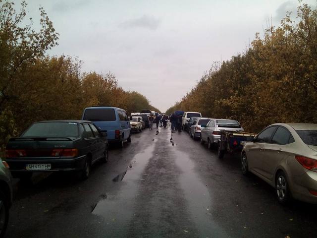 """На КПВВ """"Майорск"""" повреждены автомобили, информация о пострадавших уточняется"""