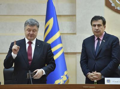 Конфликт между Порошенко и Саакашвили углубляется: последнего хотят лишить украинского гражданства