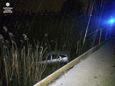 В Мариуполе автомобиль слетел с моста