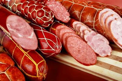Колбасные изделия с ядом: украинцев травят не один месяц