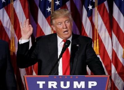Трамп заявил, что спецслужбы должны были не допустить вброс фейка о наличии у РФ компромата на него