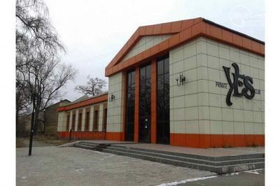 """В Мариуполе банк продает здание бывшего театра кукол и ночного клуба """"Уеs"""""""