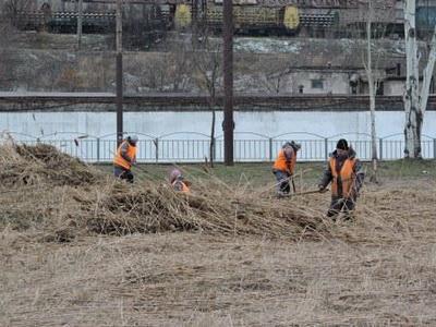 «Зеленстрой» приступил к работам по благоустройству вдоль реки Кальмиус