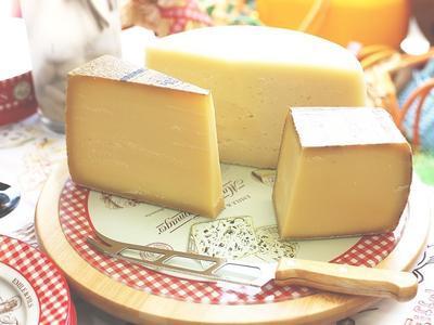 Как выбрать хороший сыр - несколько признаков качественного продукта (ВИДЕО)