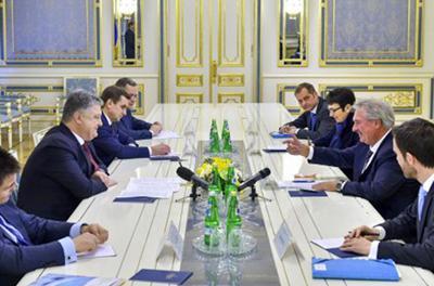 Порошенко: Торговых отношений между Украиной и «конфискованными ЛДНР» предприятиями не может быть