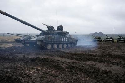 """Боевики """"ДНР"""" получили приказ убрать танки с фронта под Авдеевкой: Тымчук рассказал о неожиданном решении российских военных"""