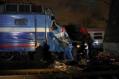 Крупная ж/д авария: вагоны с пассажирами разорвало пополам. ВИДЕО