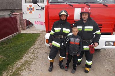 Пасхальное чудо: мальчик спас от огня брата и сестру