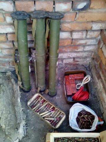 СБУ обнаружила в зоне АТО тайник с гранатометами и взрывчаткой
