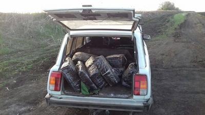 Украинцы пытались вывезти в РФ девять мешков сала
