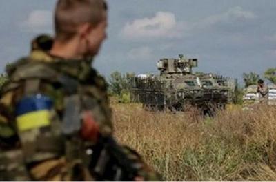 В зоне АТО солдаты примотали офицеров к столбу скотчем