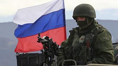 Россия неожиданно начала военные учения у границ Украины и перебрасывает войска в Крым