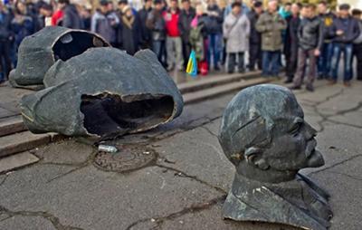 Декоммунизация: Сколько советских памятников уцелело в Киеве