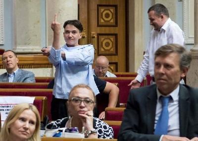 Савченко назвала адресата неприличного жеста на заседании Рады