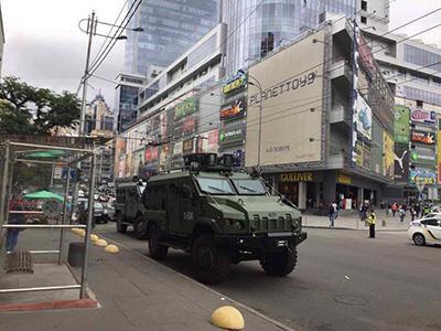 В центр Киева вошла военная техника