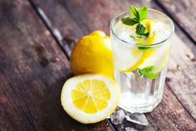 Три причини пити щодня воду з лимоном